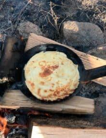 Lækre pandekager på bål