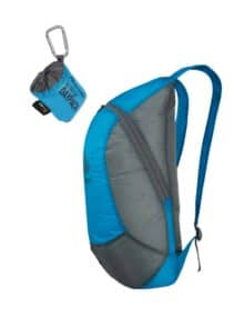 Kompakt rygsæk fra siden og pakket ned