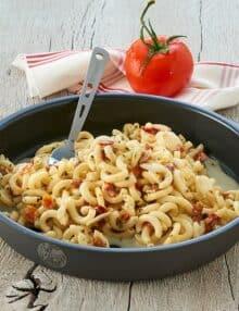Trek'n Eat pasta med laks og urtesauce
